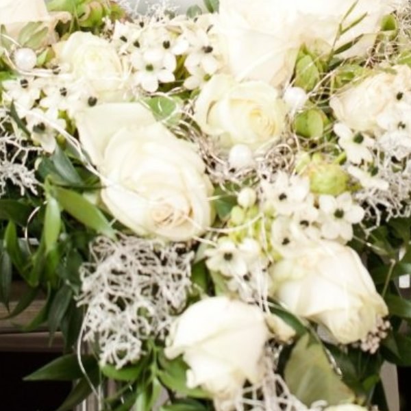Urnenkranz weiße Rosen Bild 3