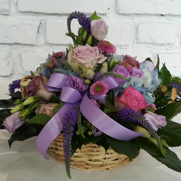 GES  1       Gesteckter Korb in violetten Fabrtönen Bild 1