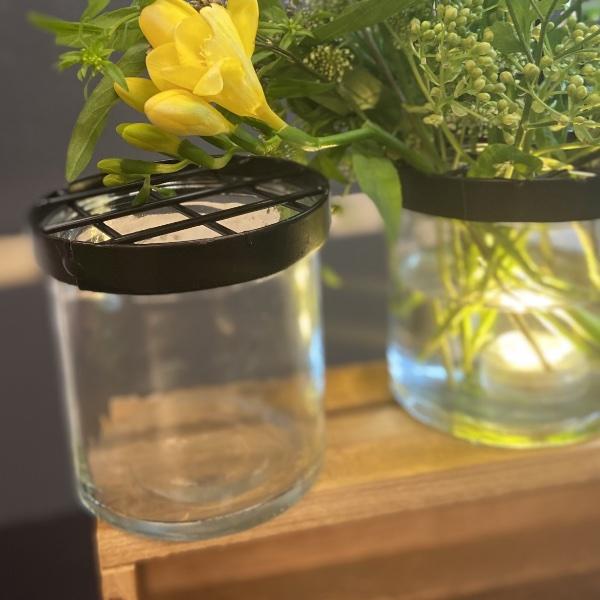Vase mit Gitter zum Blumenstecken Bild 1