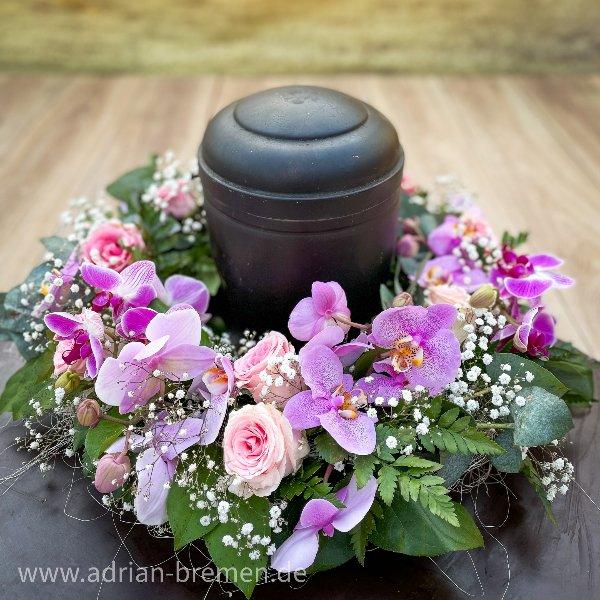 Urnenkranz mit Orchideen Bild 1