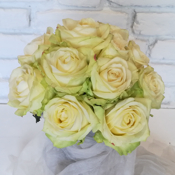 STR 25     Runder Strauß aus weißen Rosen Bild 1