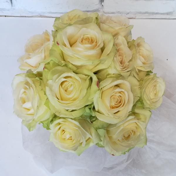 STR 25     Runder Strauß aus weißen Rosen Bild 2