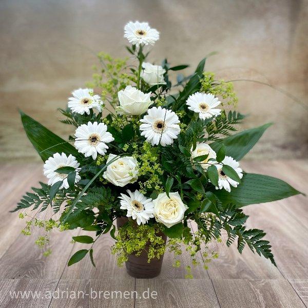 Schalenstrauß mit weißen Blüten Bild 1