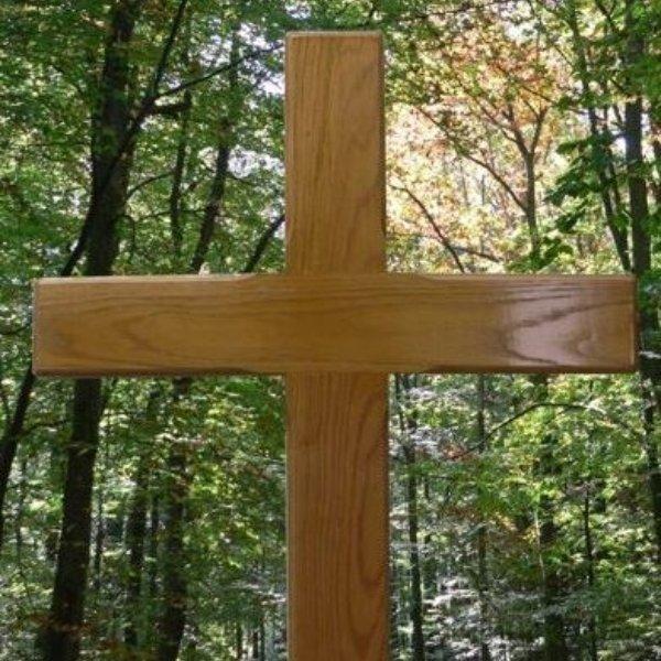 Holzkreuz  mit Namen und Daten Bild 1