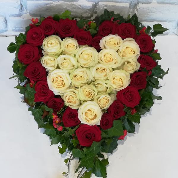 DB 7      Herz mit  roten und weißen Rosen Bild 1