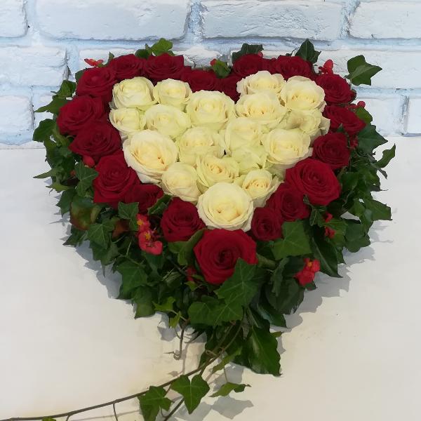 DB 7      Herz mit  roten und weißen Rosen Bild 2