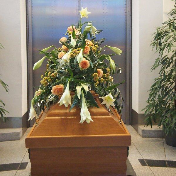 Sargschmuck weiß-lachs Blumenkombination I Bild 3