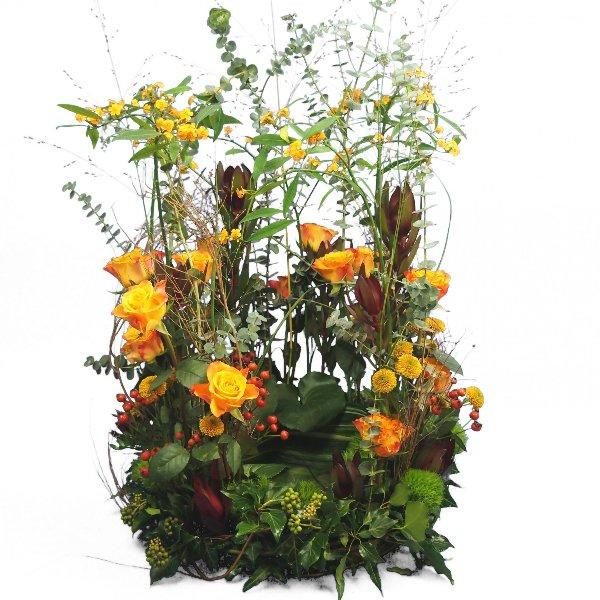 Urnenschmuck Blumenwiese mit gelb-orange-roter Blumenkombination Bild 1
