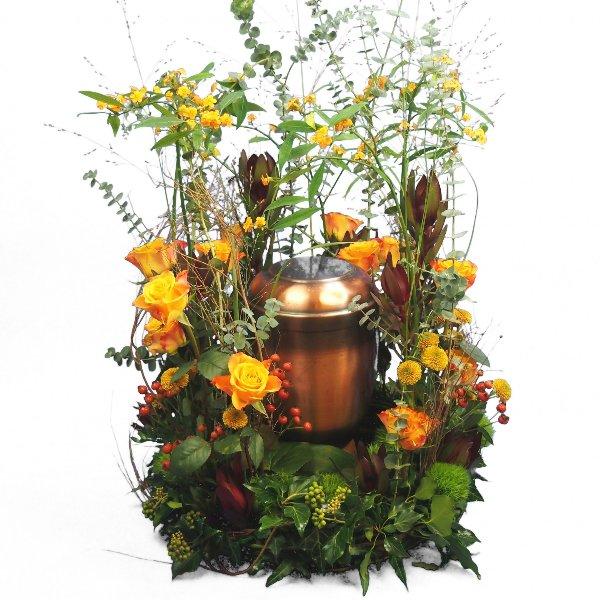 Urnenschmuck Blumenwiese mit gelb-orange-roter Blumenkombination Bild 2