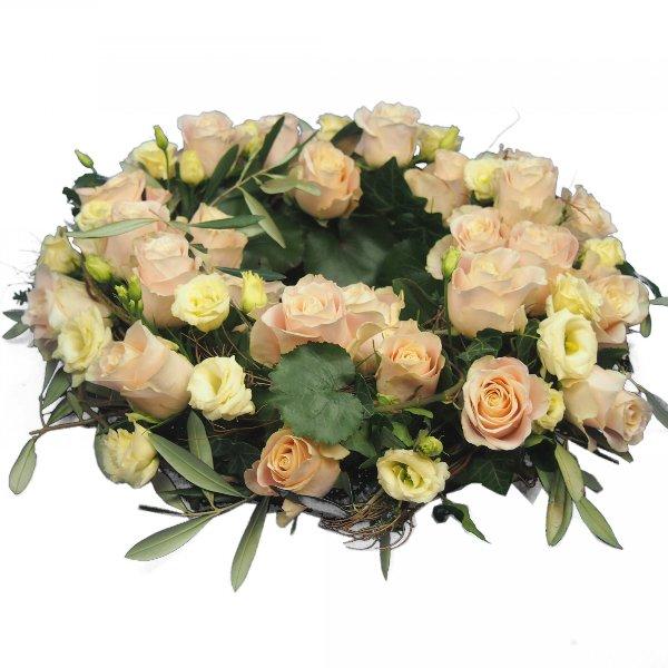 Urnenkranz, Kombination aus beigefarbenen Rosen mit Olivengrün Bild 1