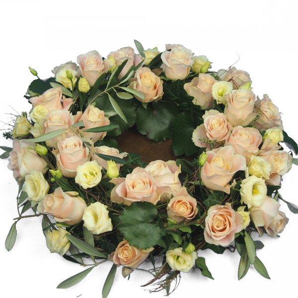 Urnenkranz, Kombination aus beigefarbenen Rosen mit Olivengrün Bild 2