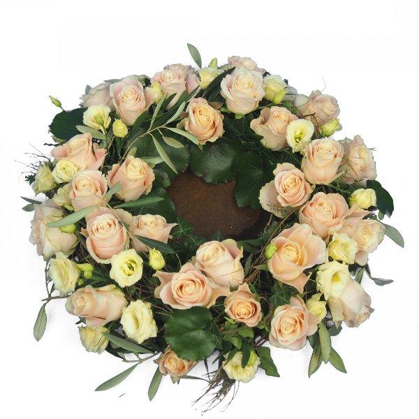 Urnenkranz, Kombination aus beigefarbenen Rosen mit Olivengrün Bild 3