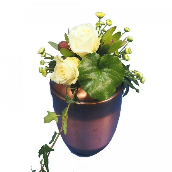 Urnenschmuck mit weißen Rosen Bild 1