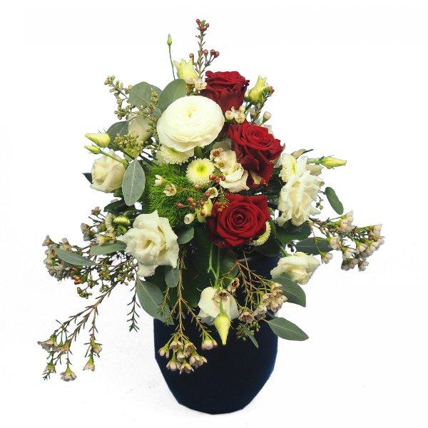 Urnenschmuck mit roten Rosen und passenden weißen Blumen Bild 1