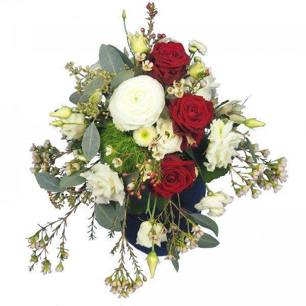 Urnenschmuck mit roten Rosen und passenden weißen Blumen Bild 3