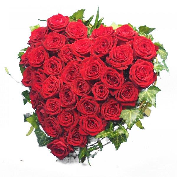 Herzform mit roten Rosen I Bild 3