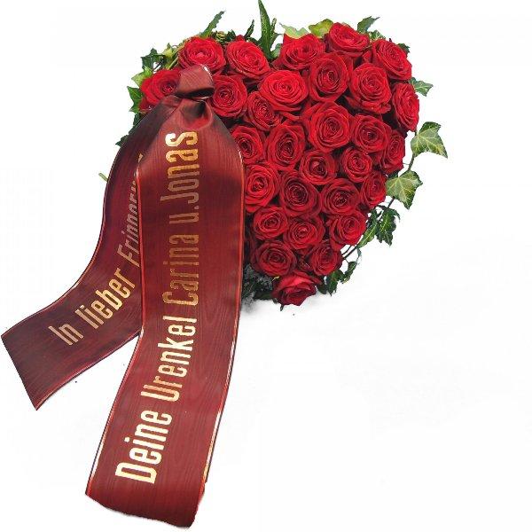 Herzform mit roten Rosen I Bild 4