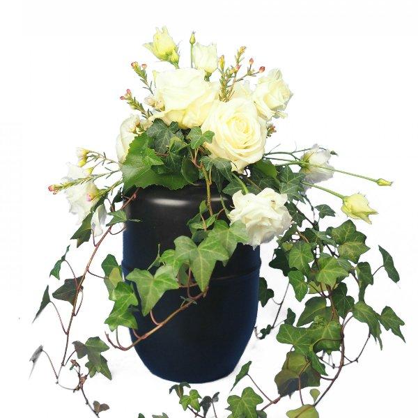 Urnenschmuck mit weißen Blumen Bild 1