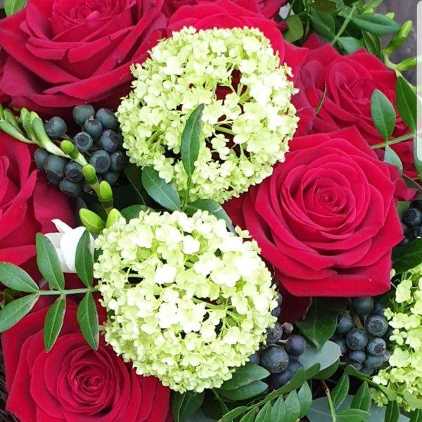Blütentorte rot Bild 2