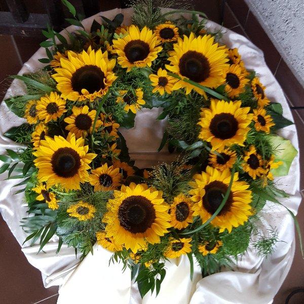 Rundgesteckter Kranz Sonnenblume Bild 1