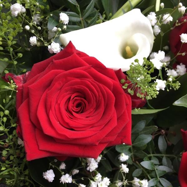 Trauergesteck - Herzform rot/weiß Bild 3