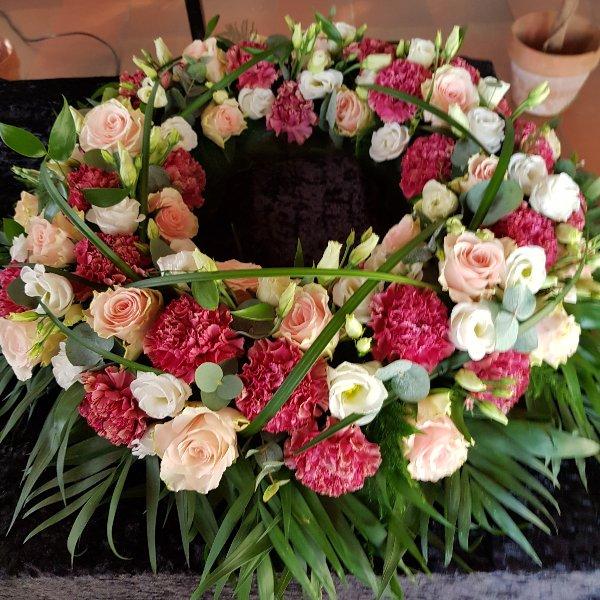 Rundgesteckter Kranz rosé Bild 1