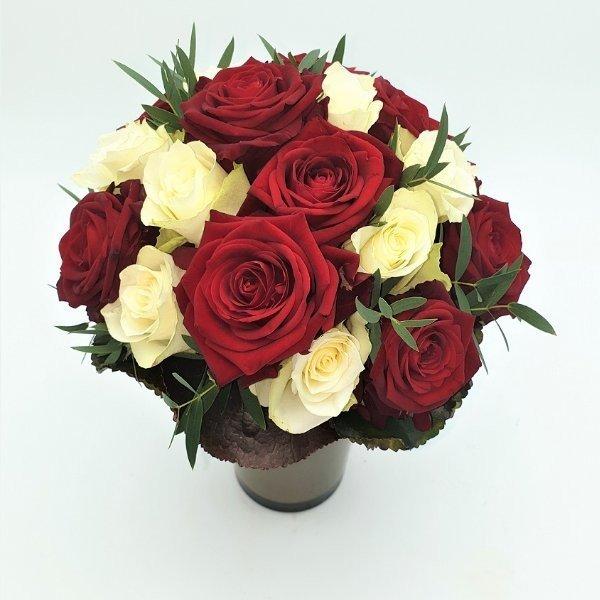 Rosenstrauß in rot- weiß Bild 2