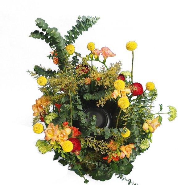 Urnenwiese mit frühlingshafter Blumenkombination Bild 4