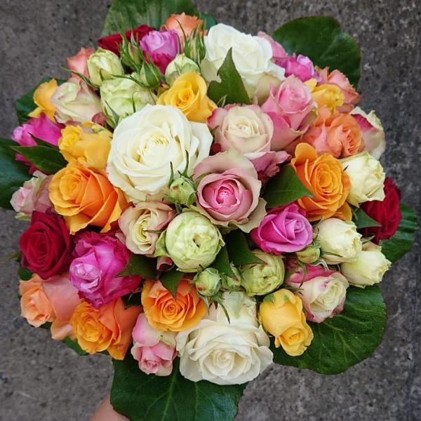 Blumenstrauß mit Rosen Bild 1