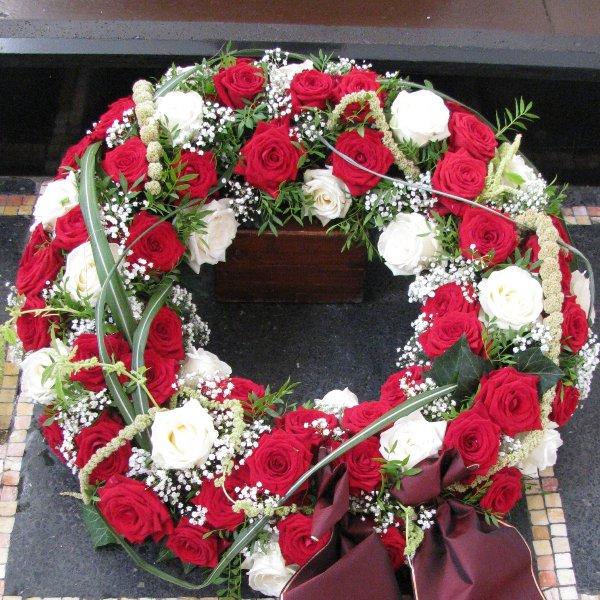 Blütenkranz, rot/weiß Bild 1