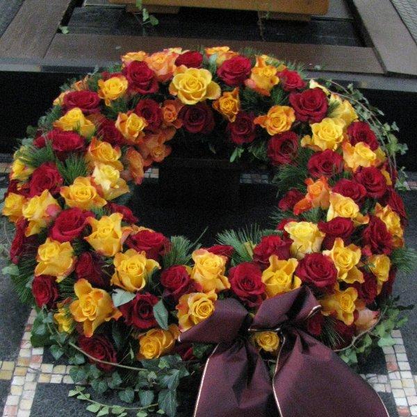 Blütenkranz, rot/orange Bild 1