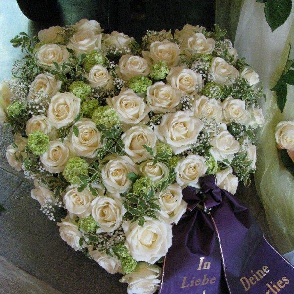 Blütenherz, weiße Rosen Bild 1