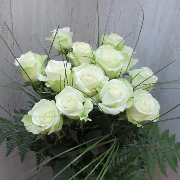 Weiße Rosenstrauß Bild 1