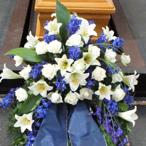 Trauerkranz, weiß/blau Bild 1