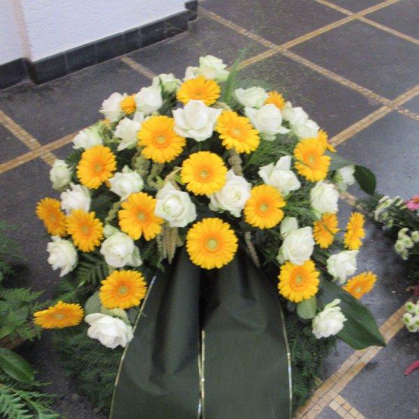 Trauerkranz, weiß/gelb Bild 1
