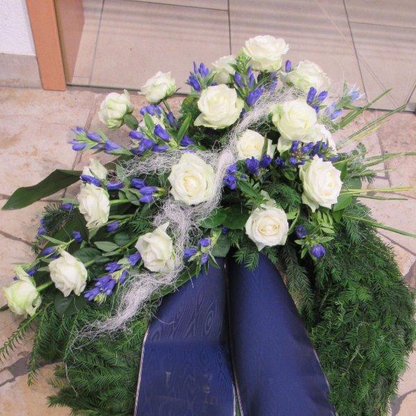 Trauerkranz, weiß/blau Bild 2