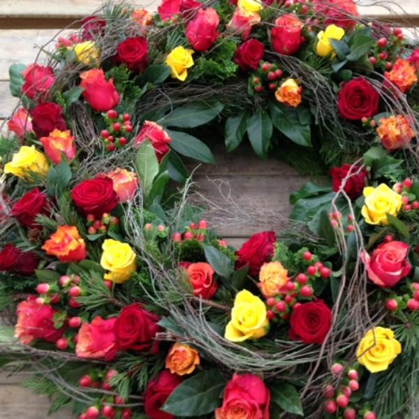 Trauerkranz mit bunten Rosen Bild 1