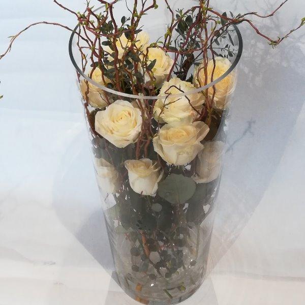 STR 22  weiße Rosen in Glasvase Bild 1