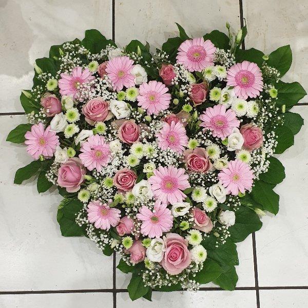 Herz mit gemischten Blumen Bild 1
