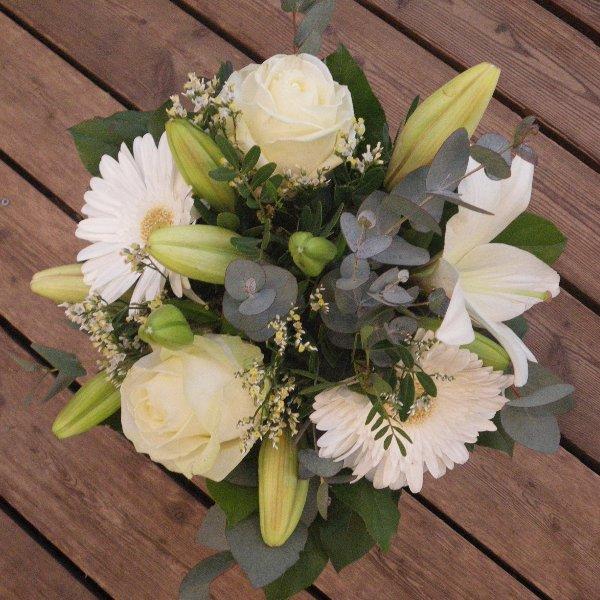 Blumenstrauß in weiß-grün Bild 1