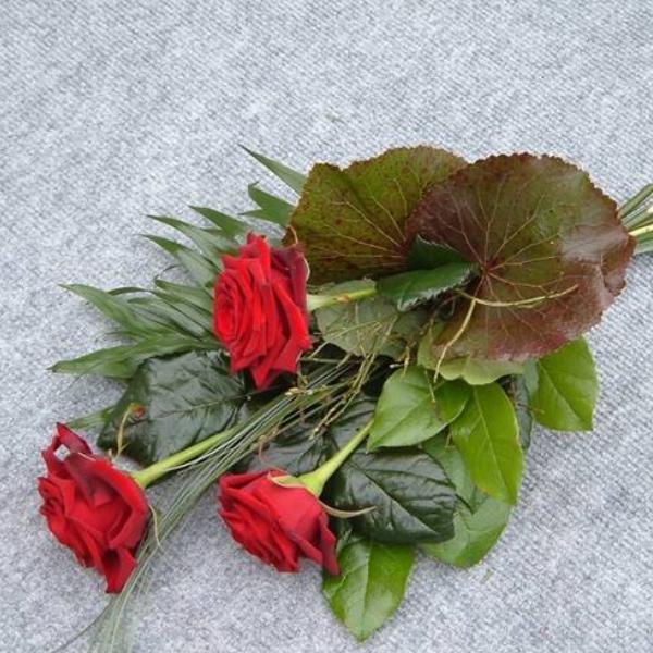 Handstrauß mit drei Rosen Bild 1