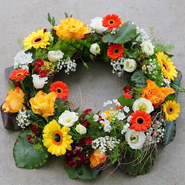 Trauerkranz mit bunten Blüten Bild 1
