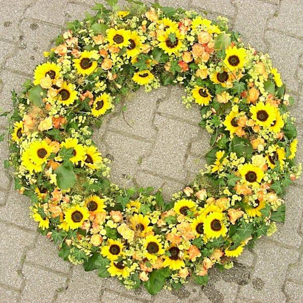 Trauerkranz mit Sonnenblumen Bild 1