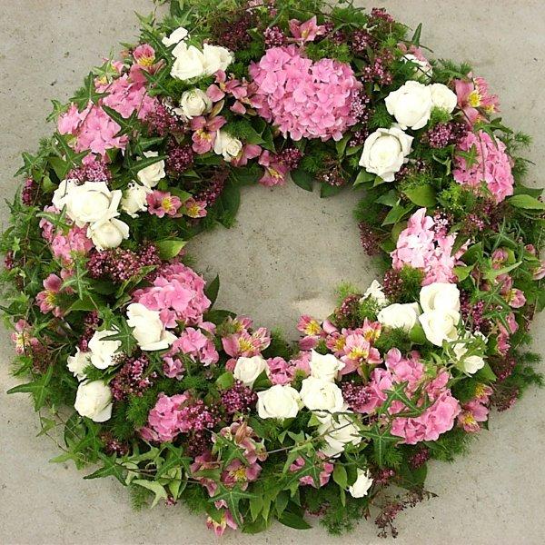 Trauerkranz natürlich , rosa und weiß Bild 1