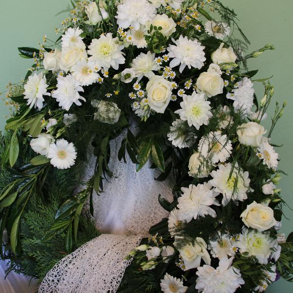Trauerkranz weiße Rosen, Chysanthemen und Gerbera Bild 1