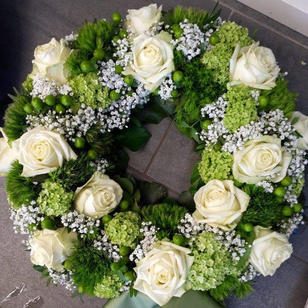 Blütenkranz weiß-grün Bild 1