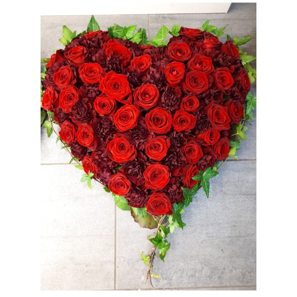 Herz rot mit Rosen und Nelken Bild 1