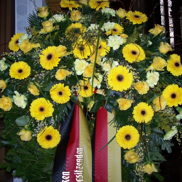 Trauerkranz Gerbera und Rosen gelbe Farben Bild 1