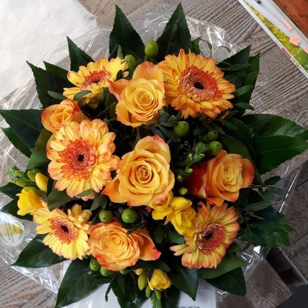 Strauß gelb-orange Bild 1