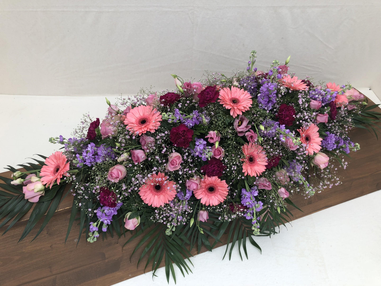 Sargschmuck rosa, pink, hellblau Bild 1